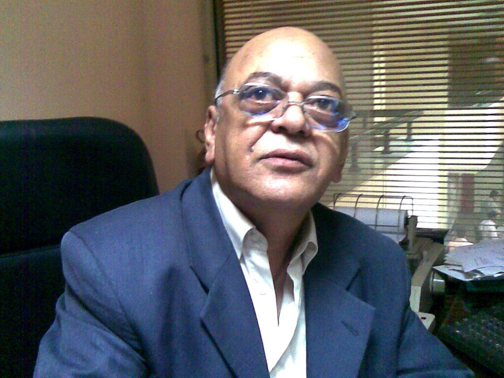الميرغنى فى مكتبه بوكالة أنباء الشرق الأوسط حيث كان نائبا لرئيس التحرير ومدير المكاتب الخارجية لمراسلى الوكالة فى الخارج