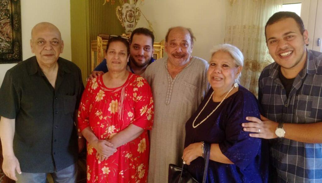 الميرغنى مع أسرة شقيقه الفنان ضياء الميرغنى