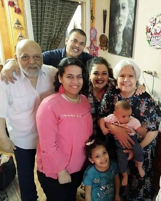 الميرغنى مع الأسرة فى آخر صورة لهم فى عيد الفطر 2020