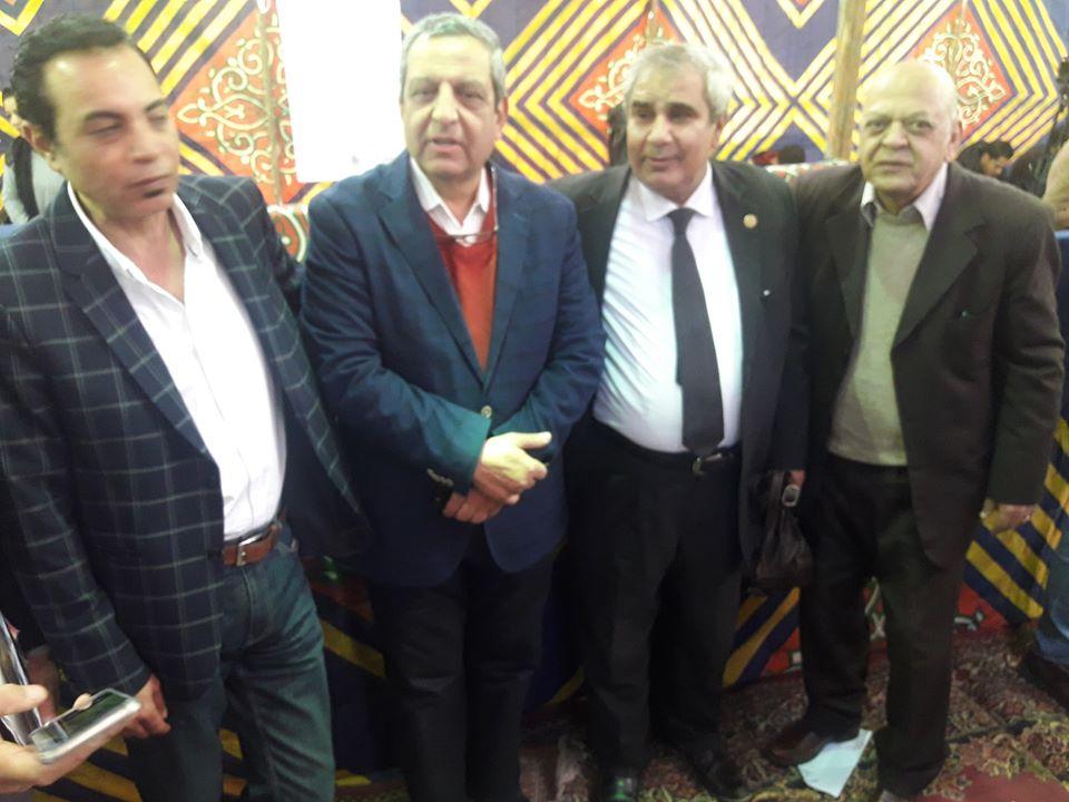 الميرغنى ونقيب الصحفيين الاسبق يحيى قلاش وآخرون