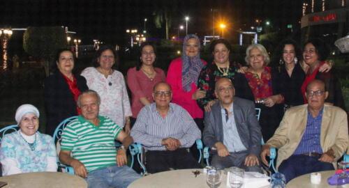 أسرة الميرغنى وأصدقاؤه يحتفلون على ضفاف النيل بعيد ميلاده ال 70