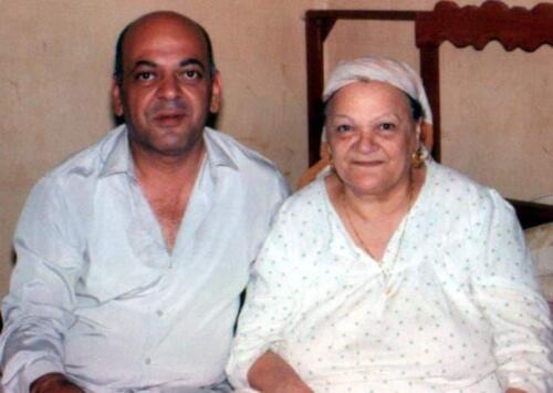الميرغنى مع والدته التى لقبها أصدقاؤه بأم المصريين لكنها كانت تفضل منادتها بأم رجائى