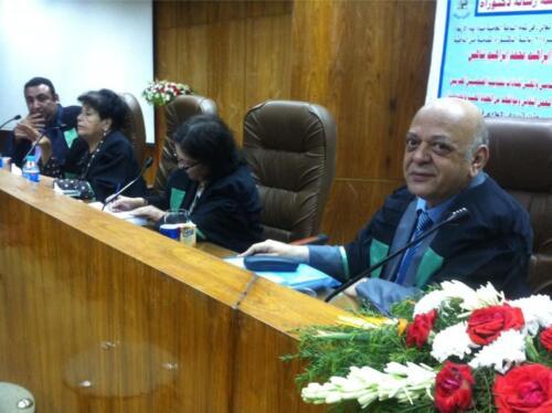 الميرغنى مناقشة لإحدى رسائل الدكتوراه بكلية الإعلام جامعة القاهرة